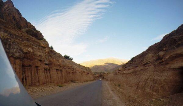 Blick vom Auto durch Marokko